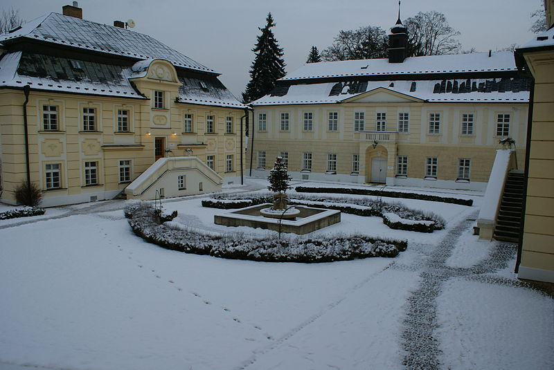 Courtyard_of_the_Jeneralka_castle